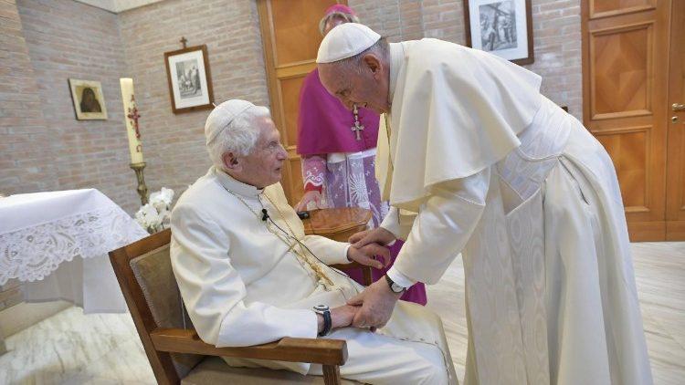 Tutela da dignidade da pessoa humana, defendem Bento XVI e Francisco